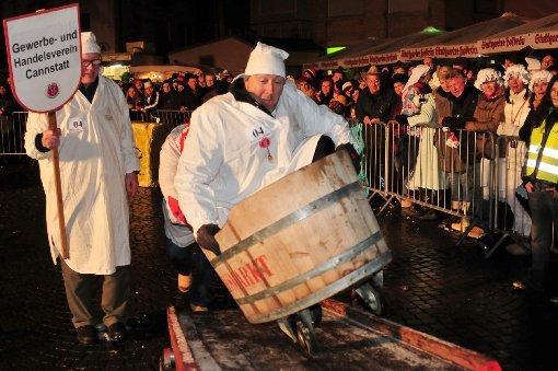 Beim 61. Kübelesrennen in Bad Cannstatt ging es am Donnerstagabend wieder hoch her. Den Sieg fuhr schließlich das Trio vom Stuttgarter Tiefbauamt ein. Klicken Sie sich durch die Bilder des Rennens ... Foto: www.7aktuell.de |