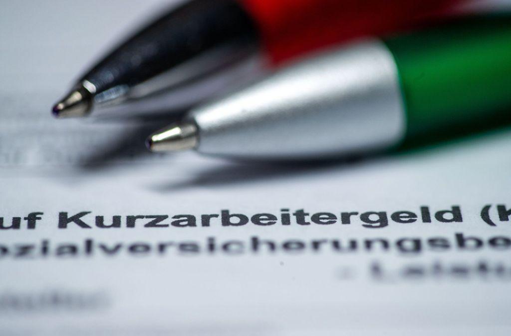 Das Kurzarbeitergeld soll erhöht werden. (Symbolbild) Foto: dpa/Jens Büttner