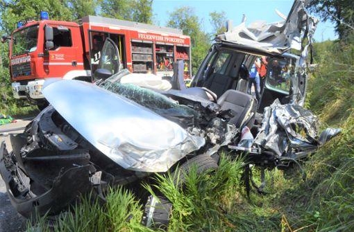 Autofahrer ringt nach heftigem Crash mit dem Tod
