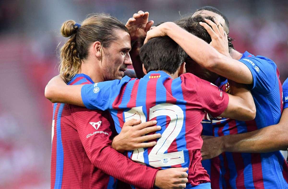 Auch ohne Superstar Messi war der FC Barcelona eine Nummer zu groß für den VfB Stuttgart Foto: AFP/THOMAS KIENZLE