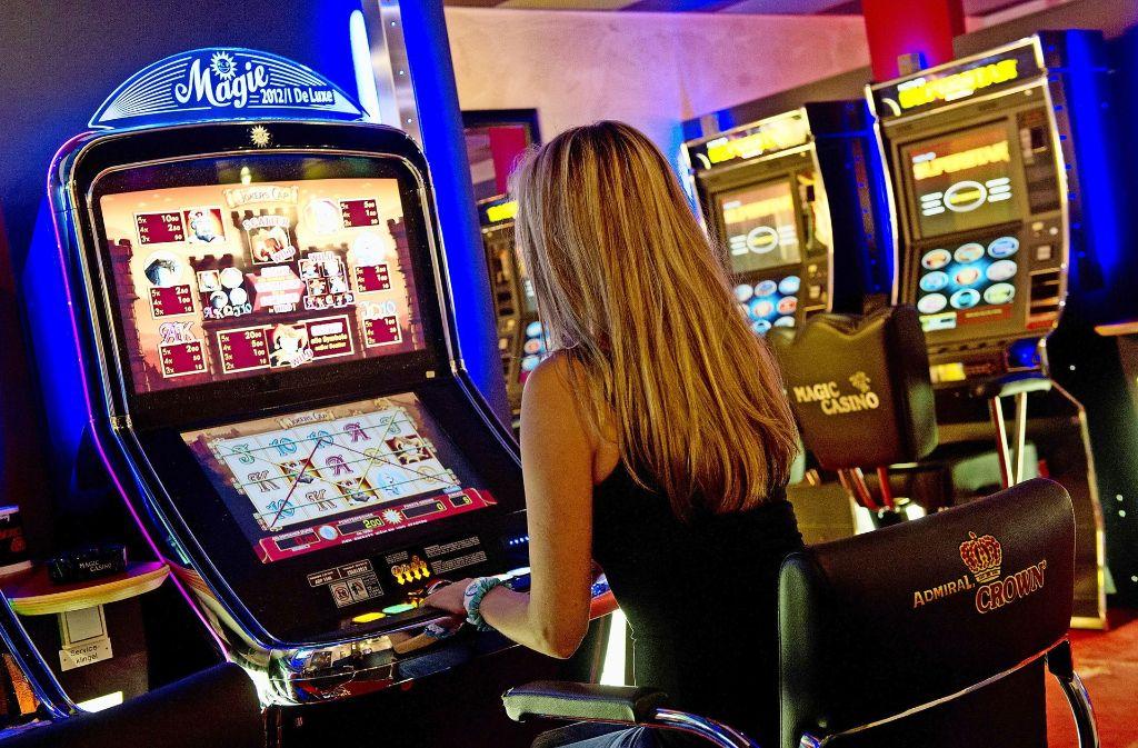 Als Maßnahme gegen die Spielsucht hat das Land die gesetzlichen Rahmenbedingungen verschärft. Foto: dpa