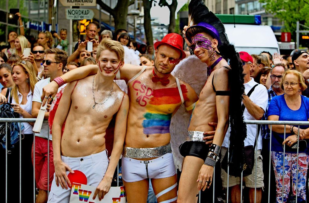 Sind manche Teilnehmer beim CSD in Stuttgart zu nackt? Foto: Christian Hass