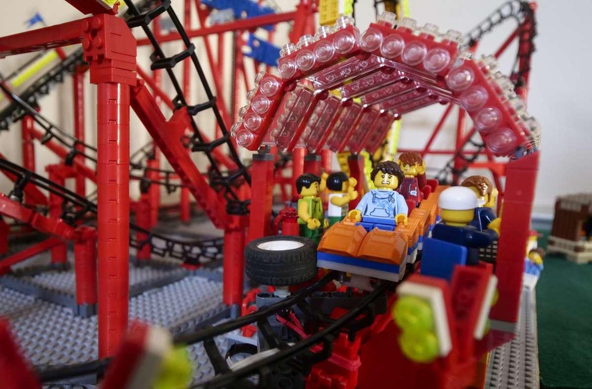 Volle Fahrt voraus: Bei der Lego-Ausstellung geht es um Industrie, Verkehr, Energie und Umwelt – unter anderem. Foto: Simon Granville