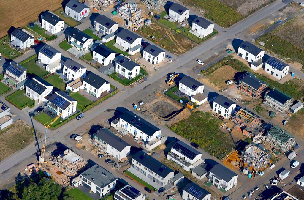 Das Alter von Gebäuden – hier ein Neubaugebiet in NRW – soll künftig in die Steueremessung mit einfließen. Foto: dpa