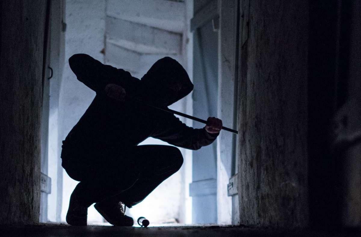 Den entstandenen Schaden schätzt die Polizei auf circa 800 Euro. (Symbolbild) Foto: dpa/Silas Stein