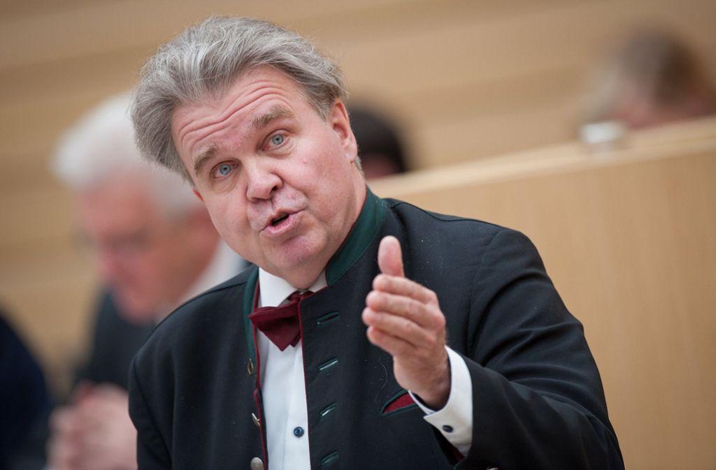 Heinrich Fiechtner wurde aus der Landtagssitzung nach Provokationen ausgeschlossen. (Archivbild) Foto: dpa/Christoph Schmidt