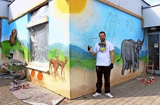 Graffitikünstler verschönert den Kindergarten Sonnenschein