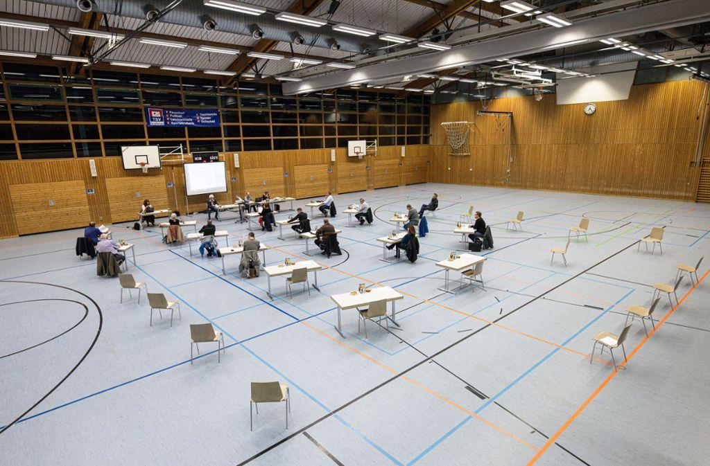 Nicht sehr kuschelig: Gemeinderatssitzung in Grafenau Foto: Stefanie Schlecht