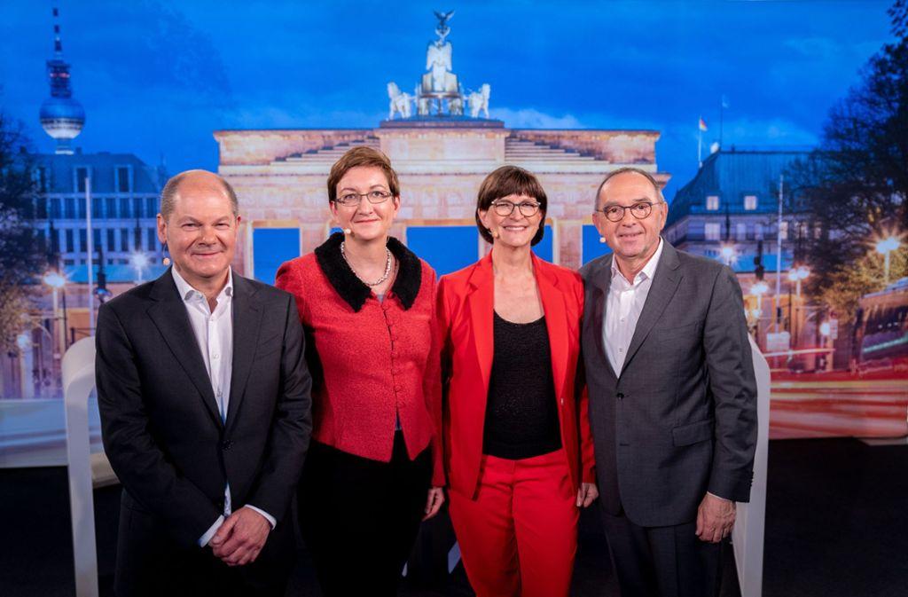 Eins der Duos wird künftig die SPD führen: Olaf Scholz und Klara Geywitz (links) oder Saskia Esken und Norbert Walter-Borjans. Foto: dpa/Kay Nietfeld