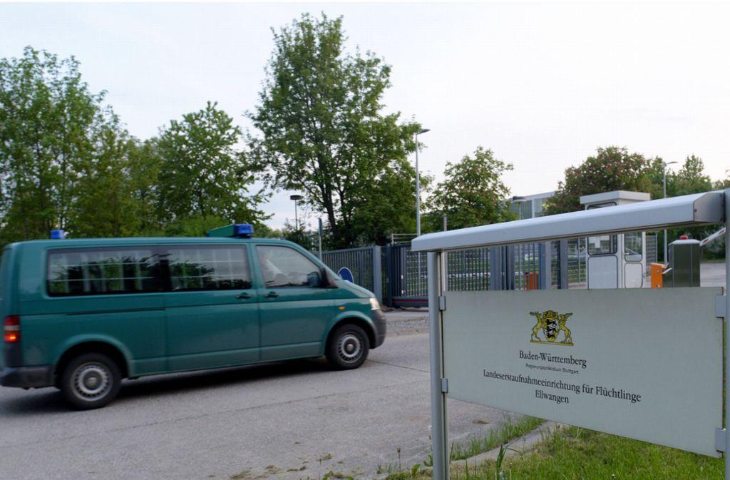 Der Eingang zur Landeserstaufnahmeeinrichtung in Ellwangen. Hier sind am Freitagmorgen vier Bewohner aneinander geraten. Foto: dpa
