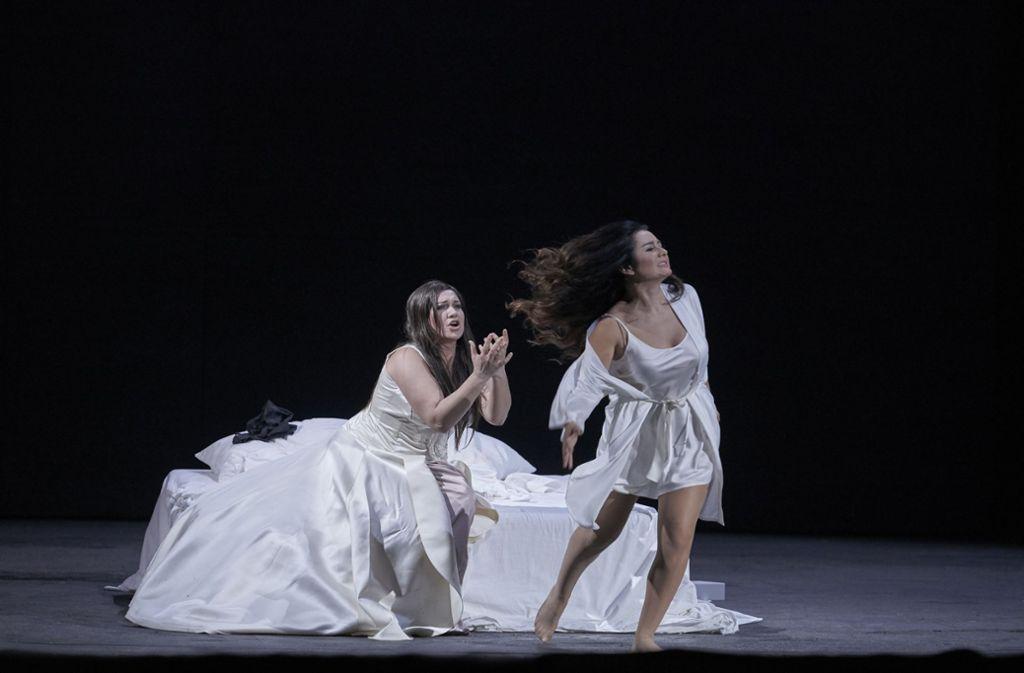 """Premiere in der Stuttgarter Oper: Die Inszenierung von """"Don Carlos"""" erntete am Sonntagabend Buhrufe. Foto: Staatsoper/Matthias Baus"""