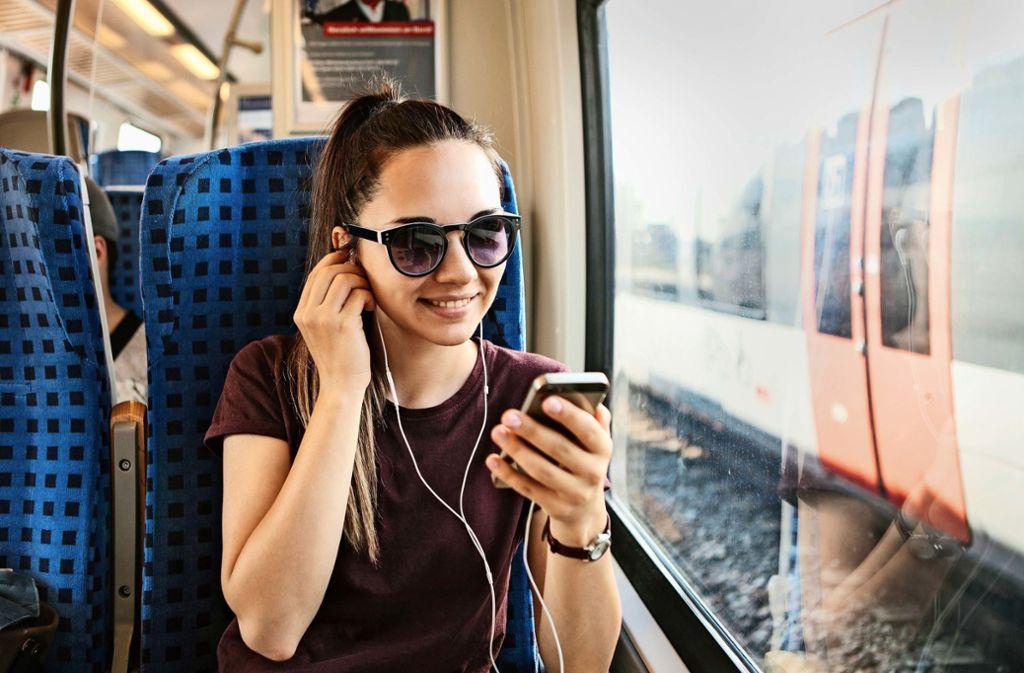Sie wünschen, wir spielen: Mit Podcasts kann man sich wunderbar die Zeit vertreiben. Foto: franz12 - stock.adobe.com
