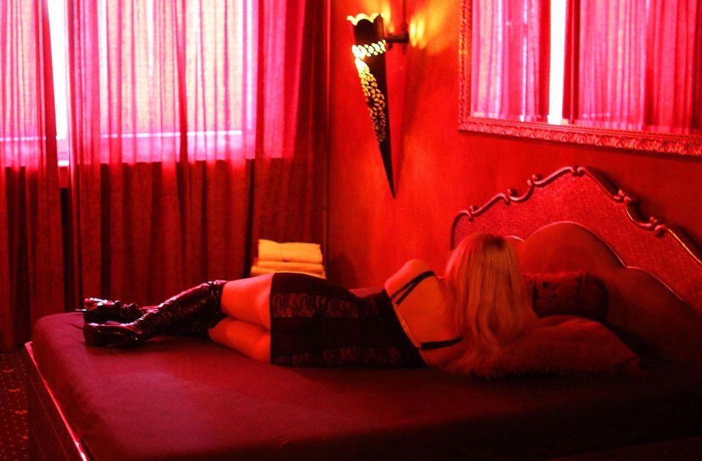 Am 1. Juli 2017 tritt das neue Prostituierten-Schutzgesetz in Kraft, das die Situation der Prostituierten etwa durch eine Kondompflicht verbessern soll. Foto: dpa