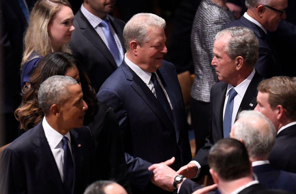 Ehemalige US-Präsidenten und Vize-Präsidenten nehmen Abschied von dem verstorbenen US-Senator John McCain: Barack Obama, Al Gore und George W. Bush. Foto: AFP