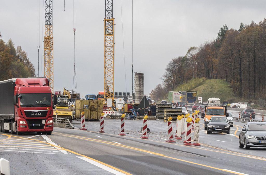 Der Verkehrsmix in der Region soll verändert werden: weniger Autos (Bild), mehr Bahn  und Fahrrad. Foto: factum/Weise