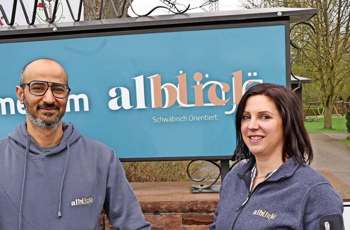 Ibrahim und Michaela Abdelateef haben sich in Ägypten kennengelernt. Sie sind die neuen Pächter des Köngener Albblicks. Foto: Kerstin Dannath