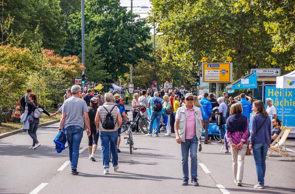 Wo sonst der Verkehr durchrauscht, genießen Spaziergänger die neu gewonnene Freiheit. Foto: 7aktuell.de/Andreas Werner