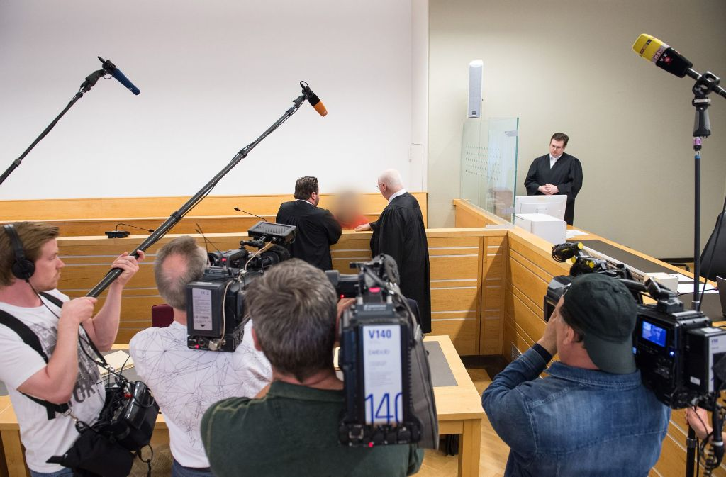 Im Prozess gegen den 39-Jährigen, der seine Ex-Frau mit einem Seil hinter seinem Auto hergezogen hat, ist im Landgericht Hannover nun ein Urteil gefällt worden. Foto: dpa
