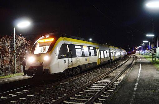 Fußgänger wird von Zug erfasst und stirbt