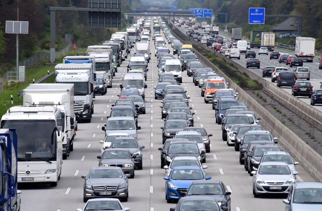 Volle Straßen am Wochenende: Der ADAC rechnet mit einigen Staus zum Ferienbeginn (Symbolbild). Foto: dpa