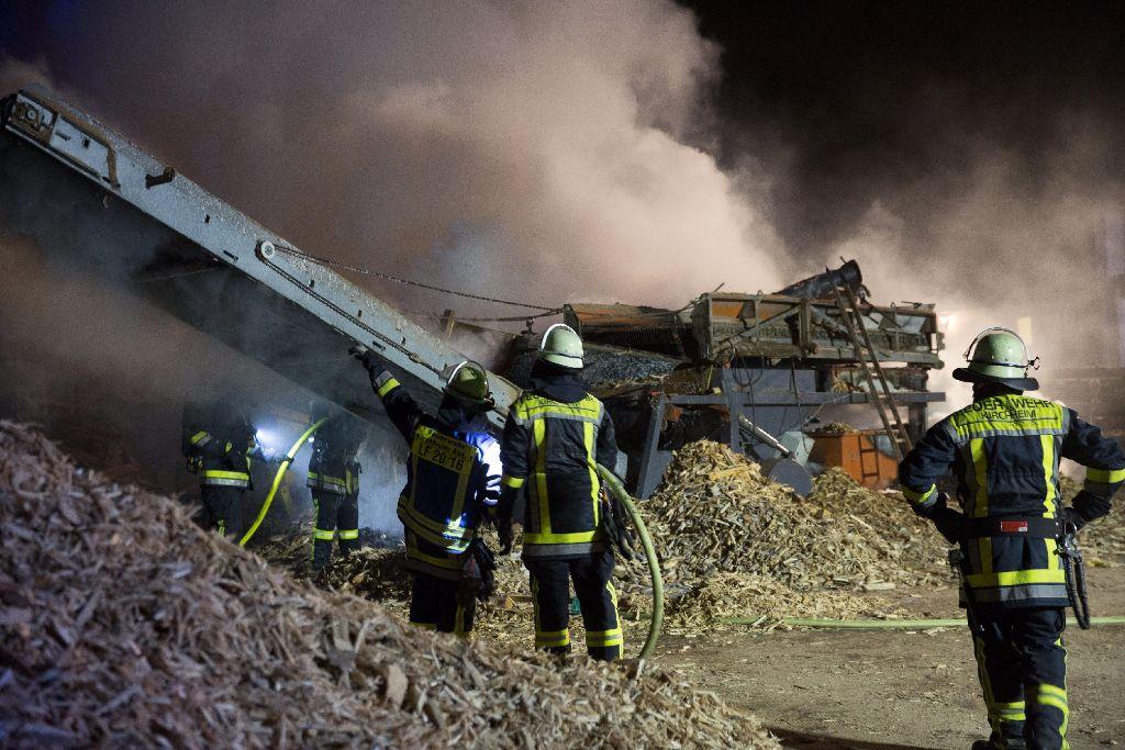Mit mehr als 100 Einsatzkräften rückte die Feuerwehr am Wochenende zu einem Brand nach Kirchheim unter Teck aus. Foto: www.7aktuell.de | Marcel Heckel
