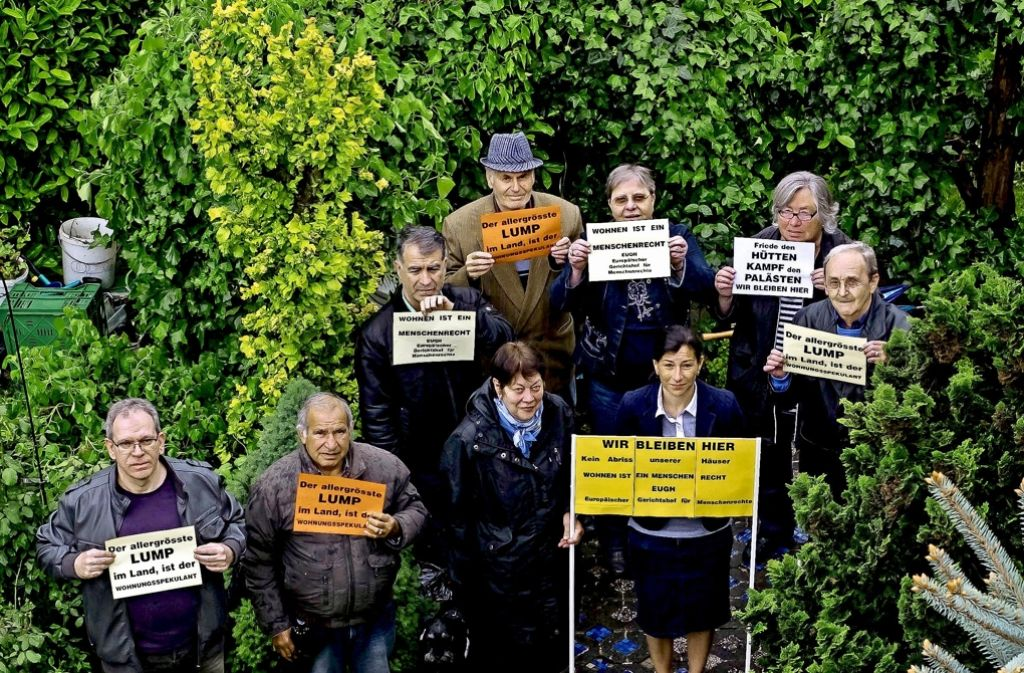 """""""Wir bleiben hier"""": Protestversammlung im Garten von Horst Hölz Foto: Lichtgut/Max Kovalenko"""
