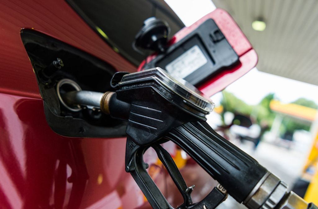 Umweltminister Franz Untersteller will Autofahrer stärker zur Kasse bitten. Foto: dpa