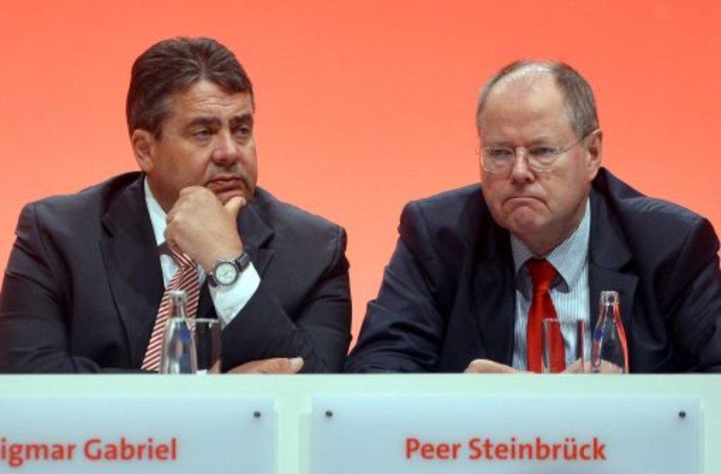 Gewittergrollen an der Spitze: Der Kanzlerkandidat Peer Steinbrück (rechts) und SPD-Parteichef Sigmar Gabriel Foto: dpa