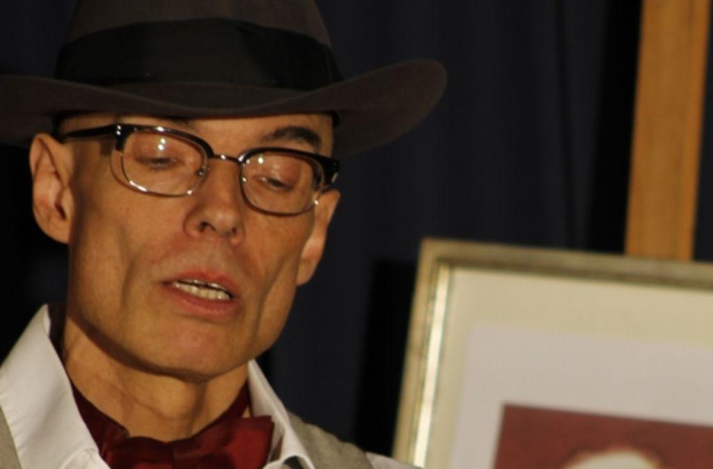 Schauspieler Gerald Friese hat die Zuschauer mit Loriot-Texten unterhalten. Foto: Bernklau