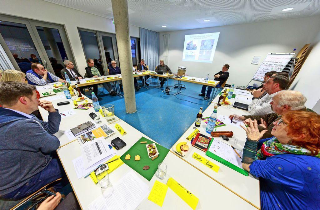 Bei dem Treffen von Bürgerinitiative und Gemeinderatsfraktionen ging es auch um die Nachverdichtung an der Reutestraße. Foto: Thomas Krämer