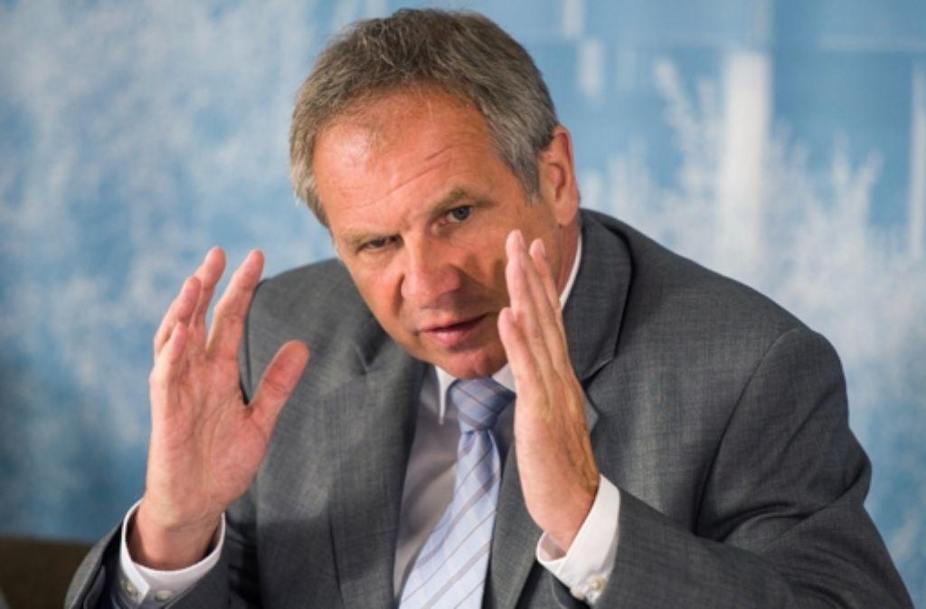 Reinhold Gall will die Angriffe auf Polizisten nicht dulden.  Foto: dpa