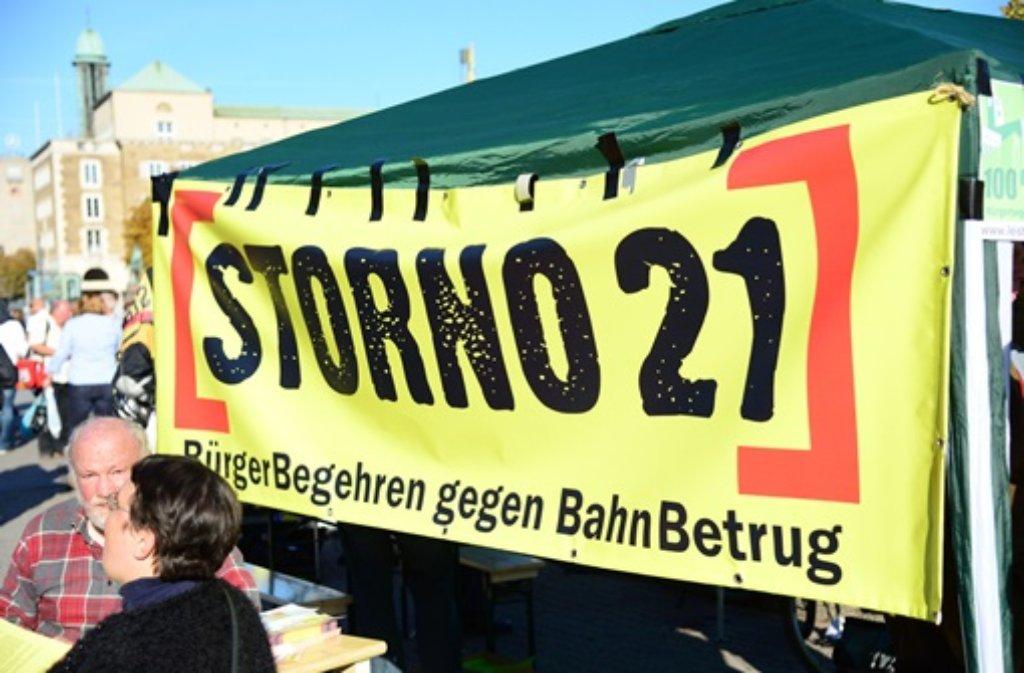 Storno 21 ist das Motto eines neuen Bürgerbegehrens gegen Stuttgart 21, das am Samstag vorgestellt wurde. Weitere Bilder von der Demo in Stuttgart zeigen wir in der folgenden Fotostrecke. Foto: Friebe