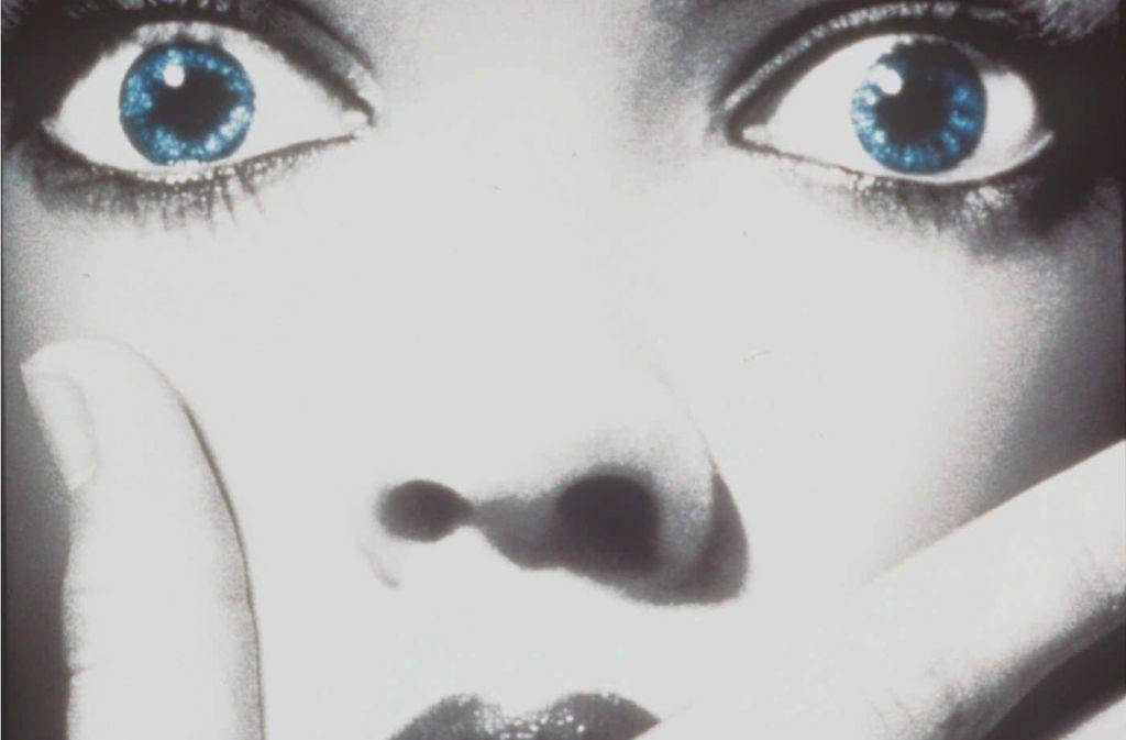 """Die Angst in den Augen: Szene aus dem amerikanischen Horrorfilm """"Scream – Schrei!"""" von Wes Craven aus dem Jahr 1996. Foto: dpa"""