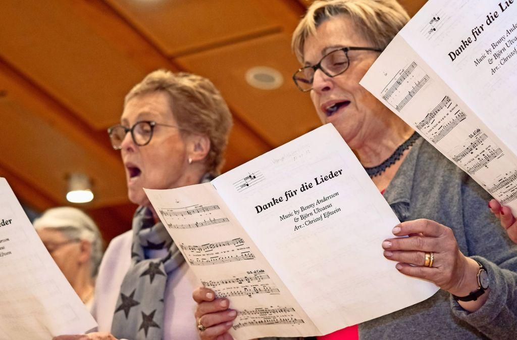 Der Korntaler Chor probt jeden Dienstag. Er setzt auf traditionelles und deutsches Liedgut – Musik, die den Nachwuchs offenbar wenig anspricht. Foto: factum/Weise