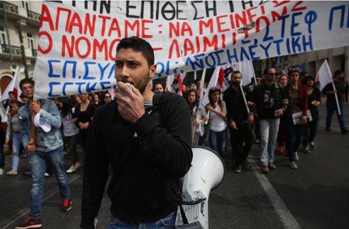 Krawalle und Tränengas vor Parlament in Athen