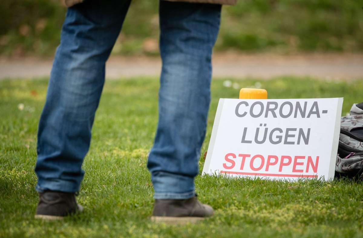 Auch in Heilbronn haben Menschen am Wochenende gegen die Politik zur Eindämmung zur Coronapandemie demonstriert. Foto: dpa/Christoph Schmidt