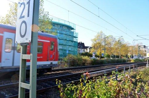 Auf zusätzlichen Lärm durch Bauarbeiten und neue Zugarten müssen sich Anwohner beim Streckenausbau für S 21 vor allem in Leinfeldens Ortsmitte einstellen. Foto: Norbert J. Leven