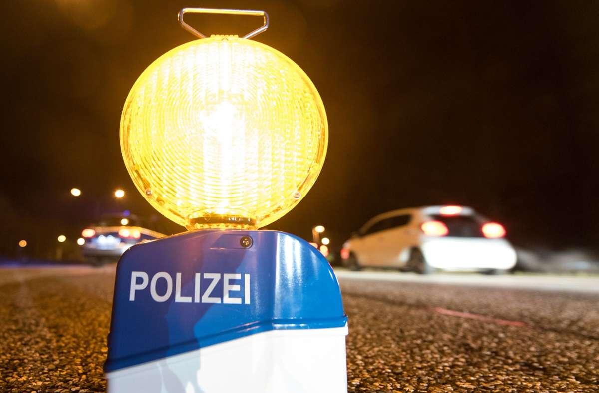 Die Polizei kontrollierte den Verkehr auf der B 27 (Symbolbild). Foto: dpa/Patrick Seeger