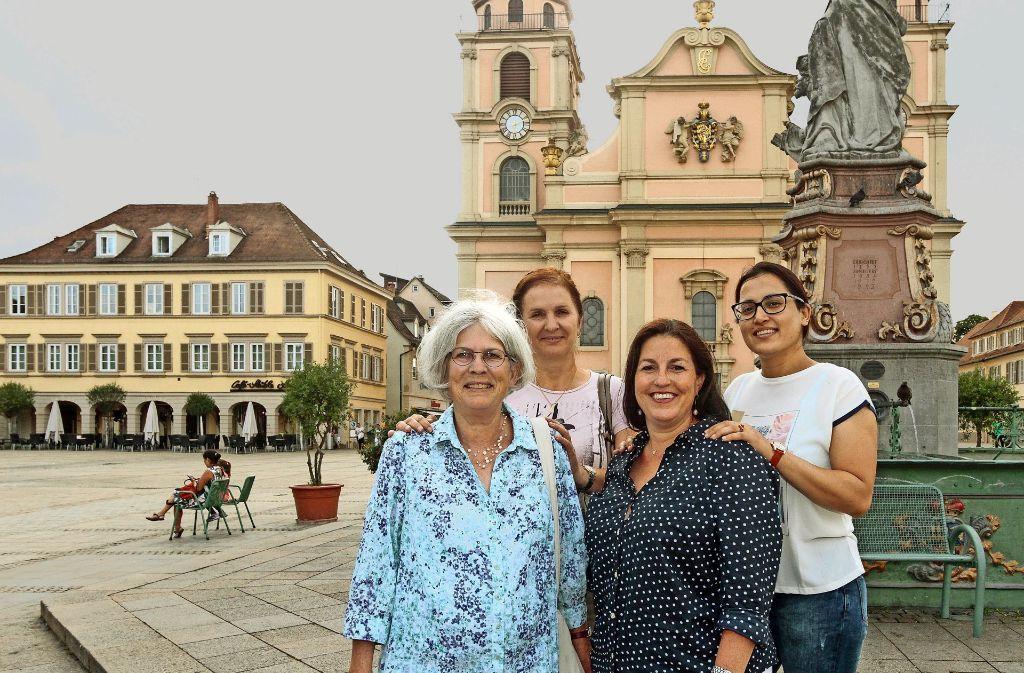 Aus Helfern werden Freunde (von links): Renate Oberprieler, Tamara Croitor, Rebecca Wawzyniak und Jyoti Jyoti. Foto: factum/Bach