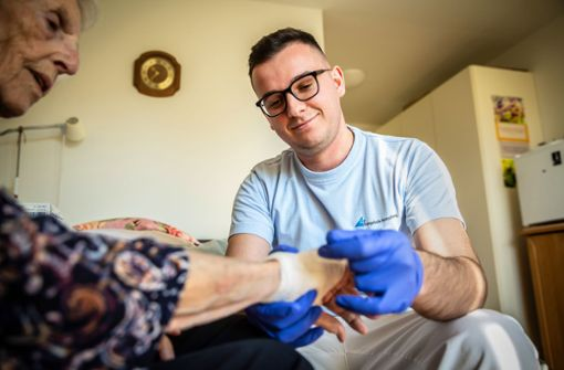 Wie der Mangel an Pflegekräften bekämpft wird