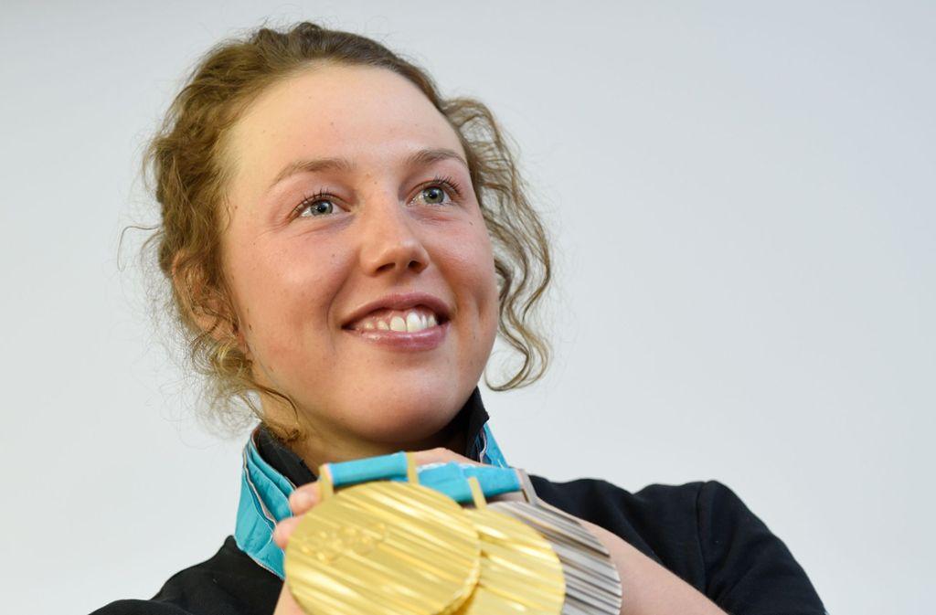 Ex-Biathletin Laura Dahlmeier ist zweifache Olympiasiegerin und hat ein, beziehungsweise zwei neue Karriereziele für sich ausgemacht. Foto: dpa/Angelika Warmuth