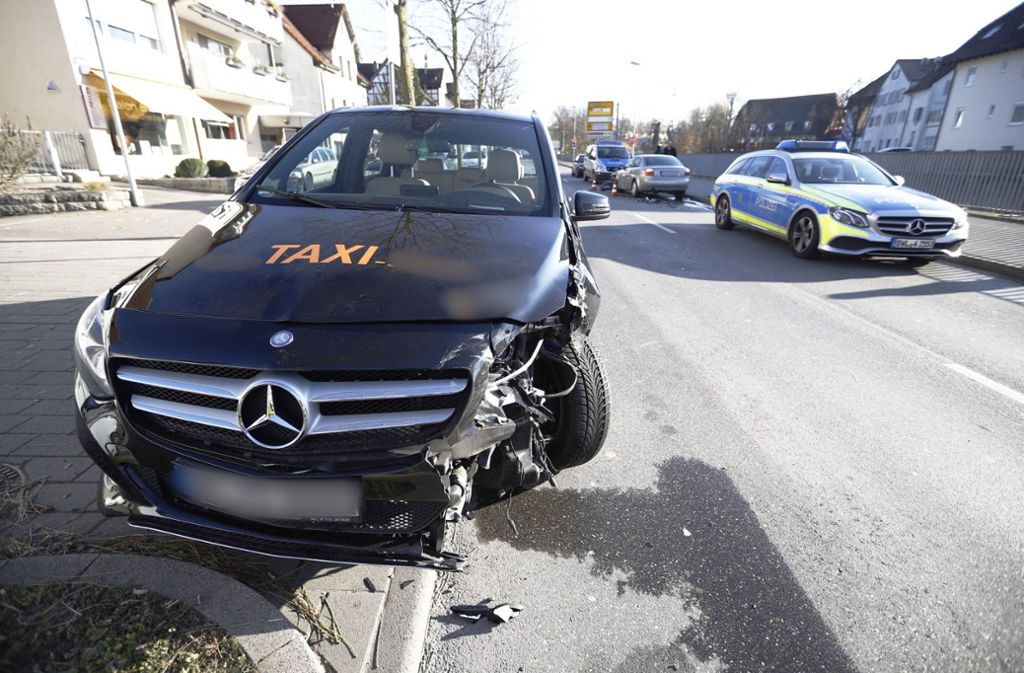 Die Audi-Fahrerin und ein Fahrgast im Taxi wurden leicht verletzt. Foto: 7aktuell.de/Simon Adomat