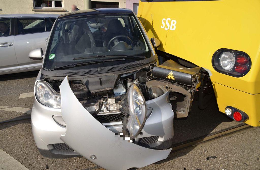 Am Freitagnachmittag ereignete sich der Unfall mit Stadtbahn und Auto. Foto: Andreas Rosar Fotoagentur-Stuttg