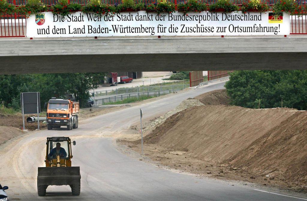 Im Jahr 2002 wurde die Weil der Städter Südumfahrung gebaut. Daher braucht nun die Hesse-Bahn eine neue Brücke über die Straße. Foto: LKZ-Archiv
