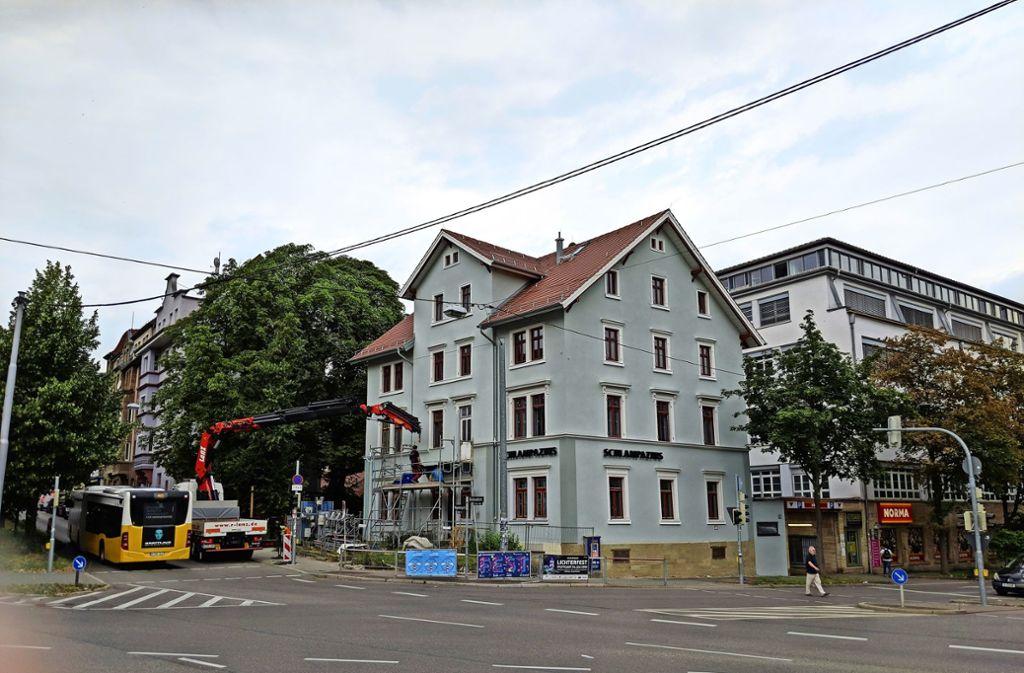Das Schlampazius-Gebäude inzwischen ohne Gerüst in neuem Glanz Foto: Jürgen Brand