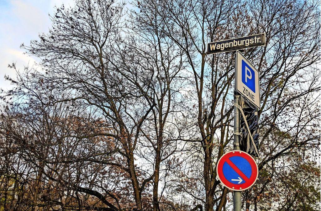In den Teilgebieten 02 bis 06 gilt von 1. Dezember an das Parkraummanagement. Noch sind nicht alle Schilder ganz enthüllt. Foto: Jürgen Brand/
