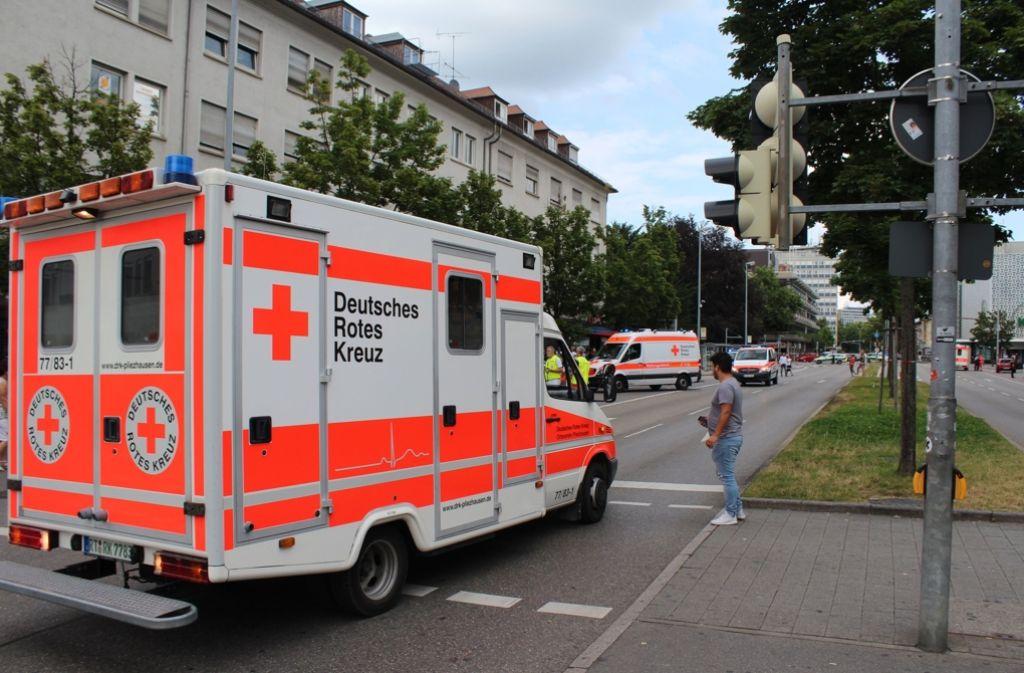 Einsatzkräfte am Tatort der Messer-Attacke in Reutlingen. Foto: 7aktuell.de/Zahn