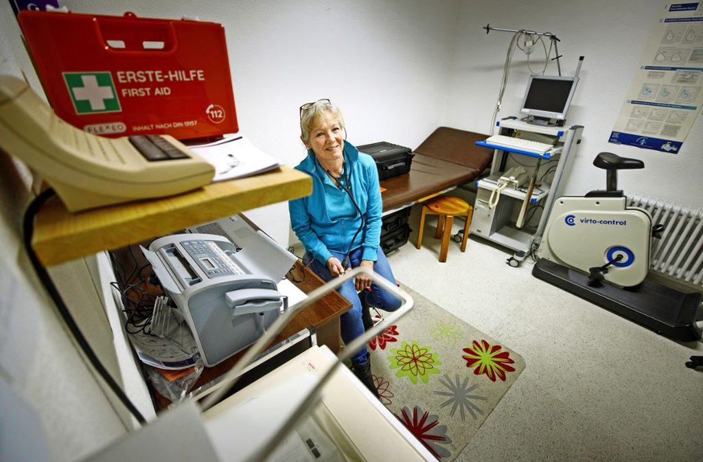 Susanna Euerle steht in der Ohne-Arzt-Praxis in Spiegelberg bereit Foto: Gottfried Stoppel/Gottfried Stoppel