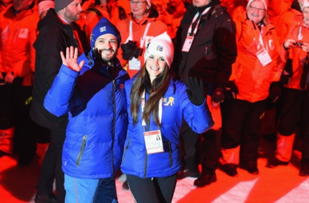 Bei der Eröffnungsfeier der nordischen Ski-Weltmeisterschaften waren alle Augen auf sie gerichtet: Prinz Carl Philip von Schweden und seine Verlobte Sofia Hellqvist. Foto: Getty Images Europe