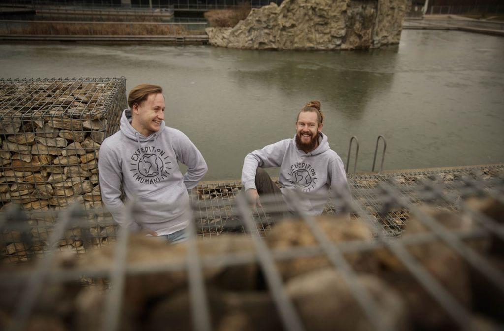 Beim Arbeiten im Oskar-Frech-Seebad haben sich Tim Schneider (l.) und Robin Bellmann kennengelernt. Foto: Gottfried Stoppel